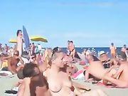 Porno in spiaggia con una coppia cornea