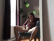 Una mamma arrapata si masturba a casa e filma